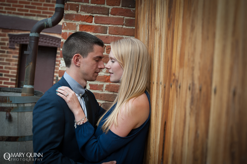 Engagement Pictures at Smithville Mansion